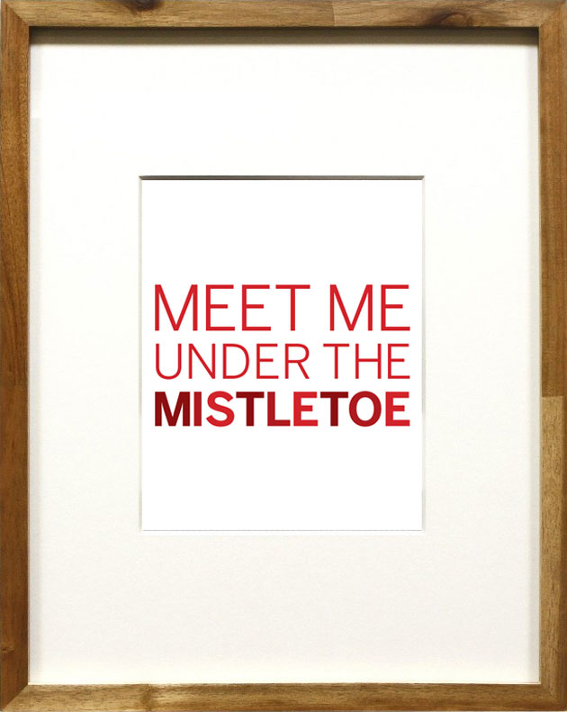 Free Christmas Printable: Meet me under the mistletoe