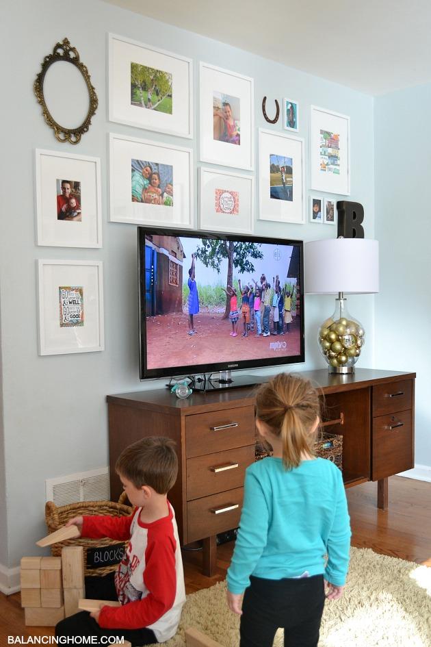 TV-GALLERY-WALL-KIDS