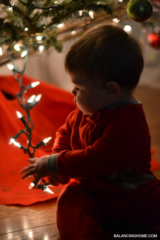 BABY-FIRST-CHRISTMAS-LIGHTS-2