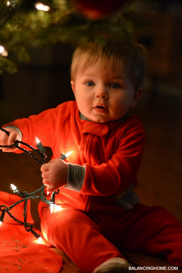 BABY-FIRST-CHRISTMAS-LIGHTS-3