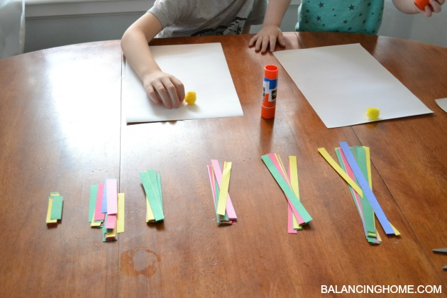 Christmas Kids Crafts: paper strip Christmas Tree