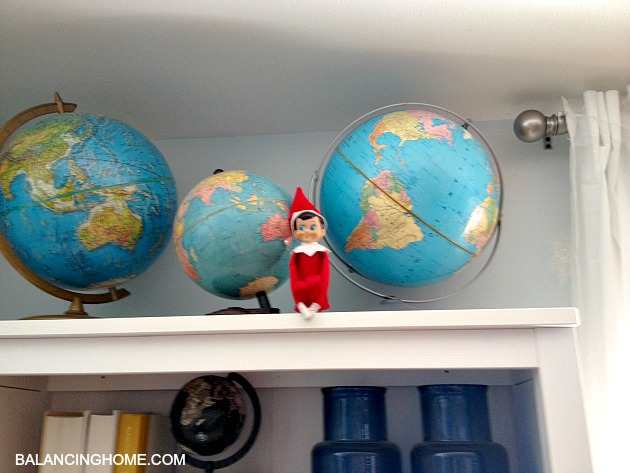 elf-on-the-shelf-bookshelf