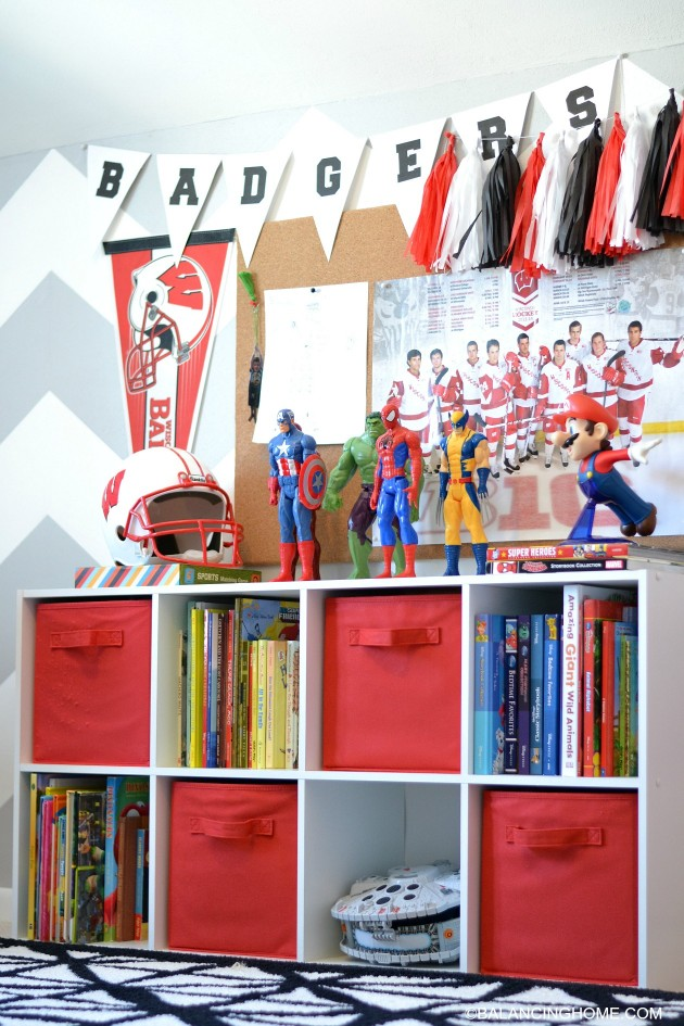 BOY-ROOM-BOOKSHELF-BULLETIN-BOARD