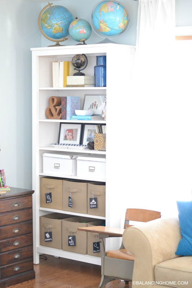bookshelf-in-living-room-toy-storage