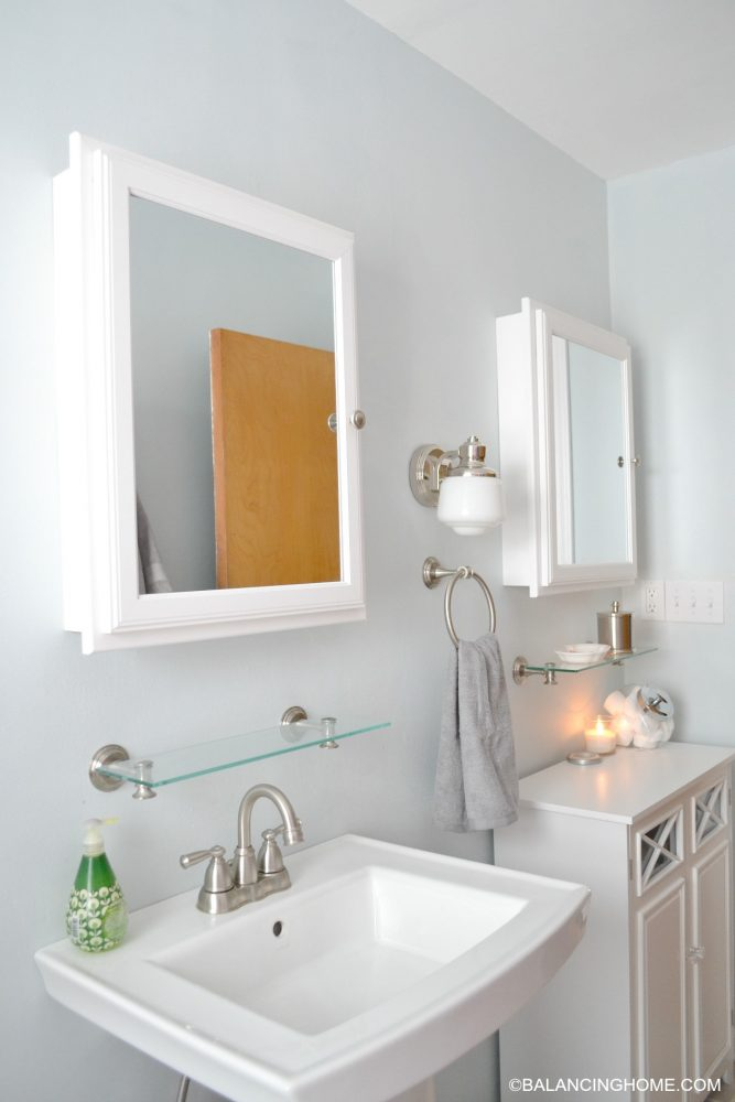 Pedestal Sink Small Bathroom