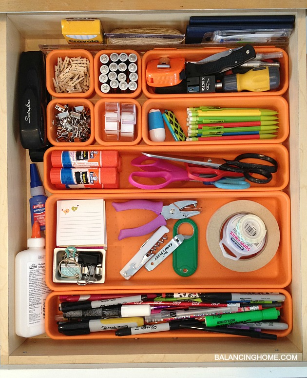 JUNK-DRAWER-ORGANIZING