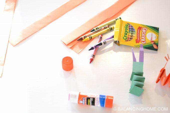 kid-craft-folded-paper-caterpillar-1
