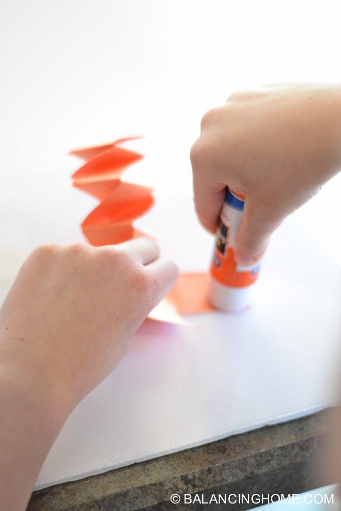 kid-craft-folded-paper-caterpillar-12