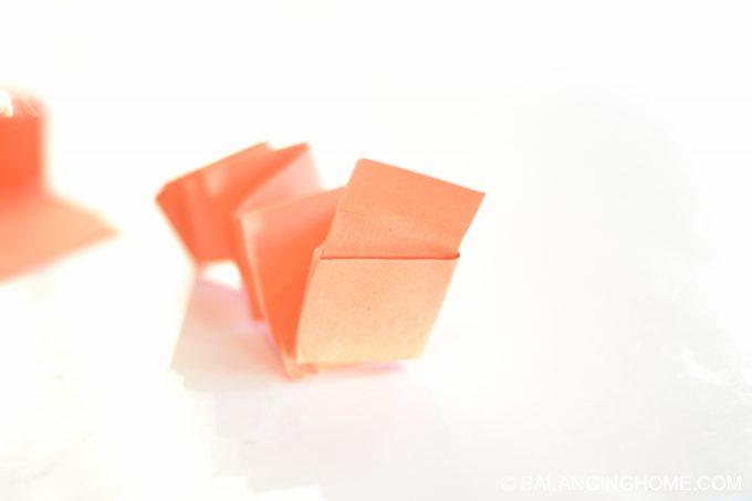 kid-craft-folded-paper-caterpillar-13
