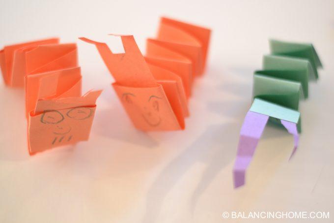 kid-craft-folded-paper-caterpillar-17