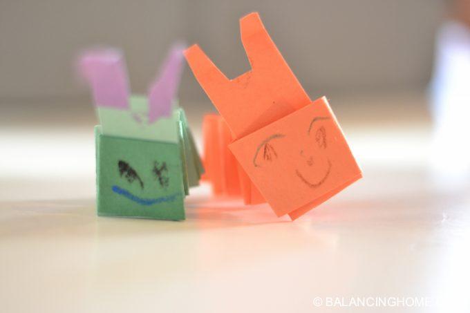 kid-craft-folded-paper-caterpillar-3