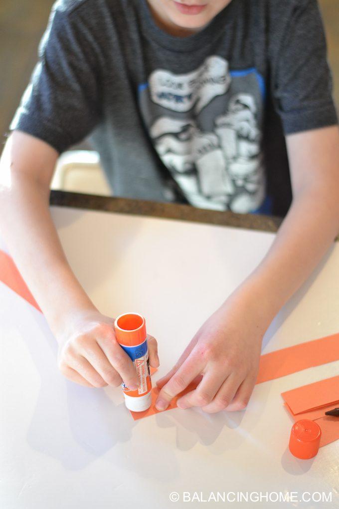 kid-craft-folded-paper-caterpillar-5