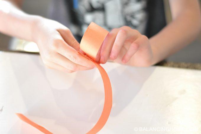 kid-craft-folded-paper-caterpillar-7