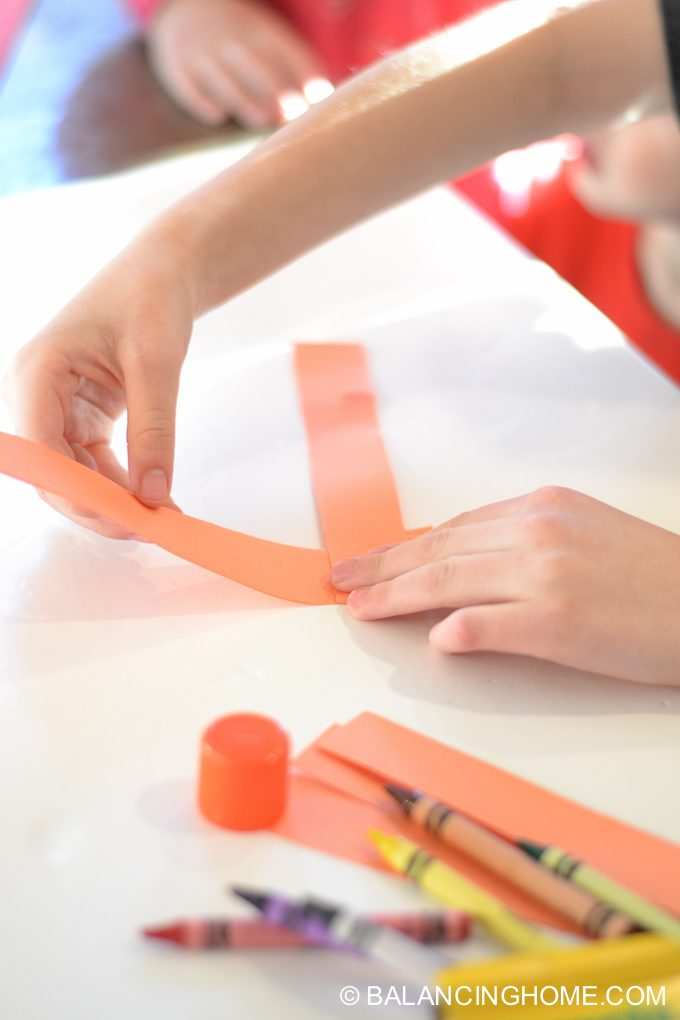 kid-craft-folded-paper-caterpillar-8