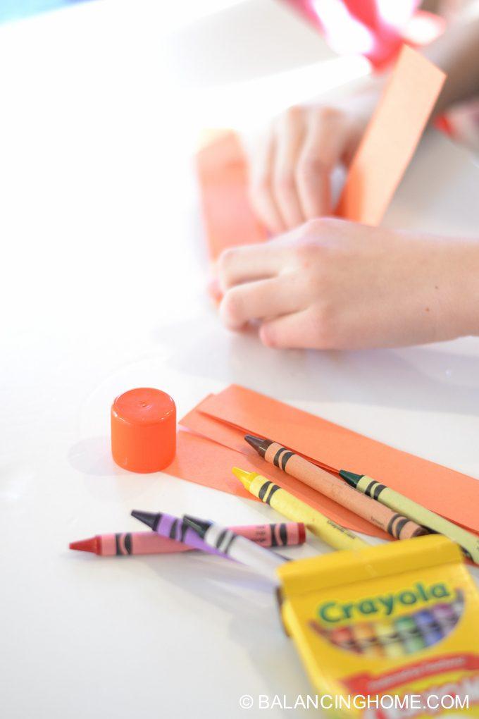 kid-craft-folded-paper-caterpillar-9