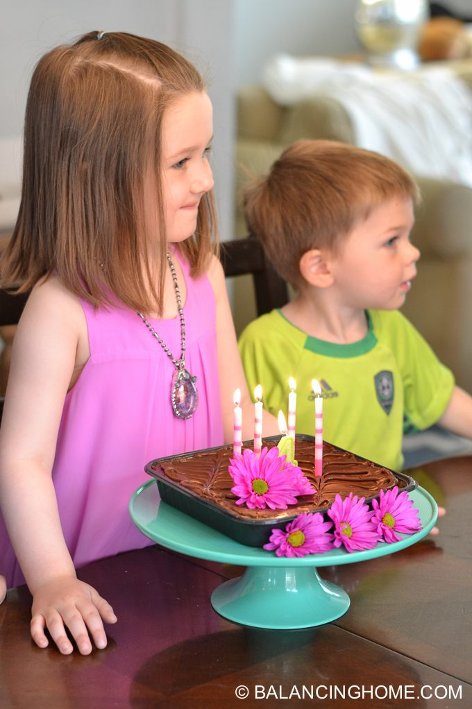 girl-pink-flower-pancake-breakfast-birthday-party-10