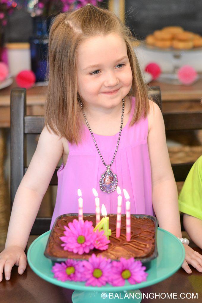 girl-pink-flower-pancake-breakfast-birthday-party-12