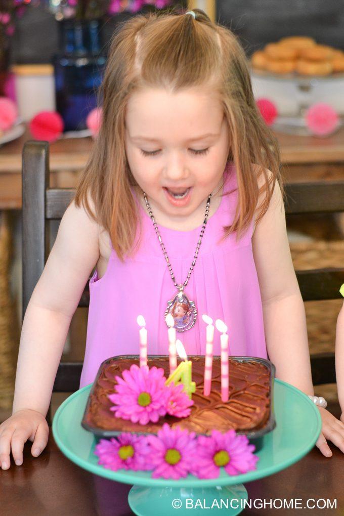 girl-pink-flower-pancake-breakfast-birthday-party-28