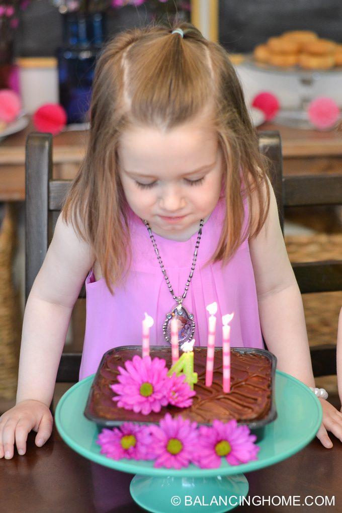 girl-pink-flower-pancake-breakfast-birthday-party-29