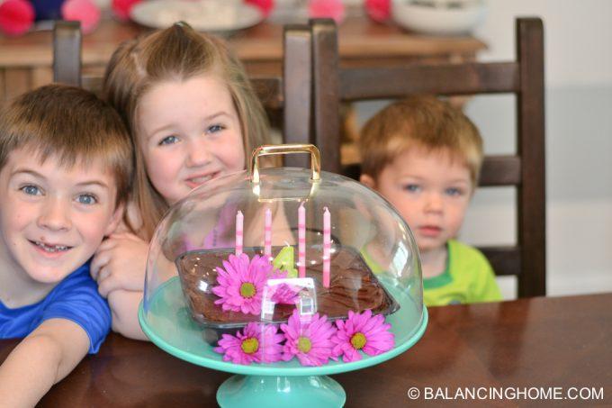 girl-pink-flower-pancake-breakfast-birthday-party-9