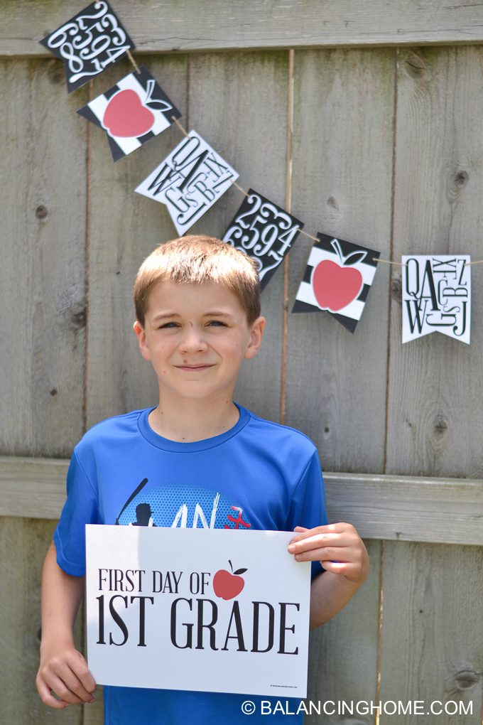 first day of school signs for grades preschool- 12th grade. Free printable first day of school signs that are easy to read and show up nicely in school pictures.