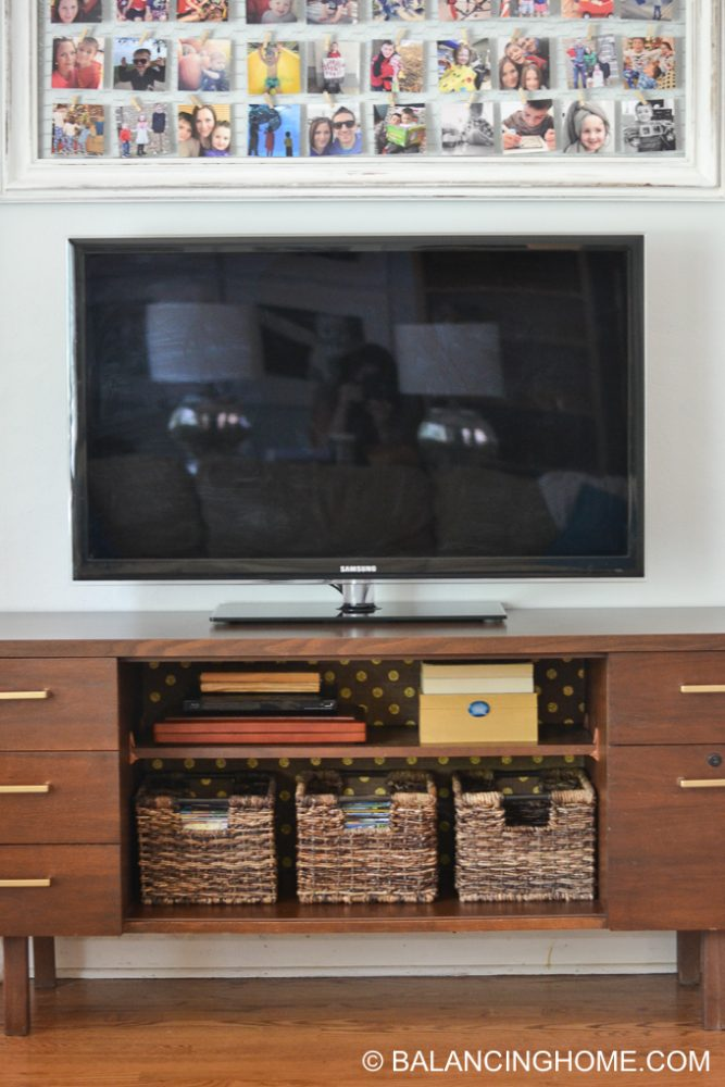 hanging-burlap-with-starch-tv-credenza-14
