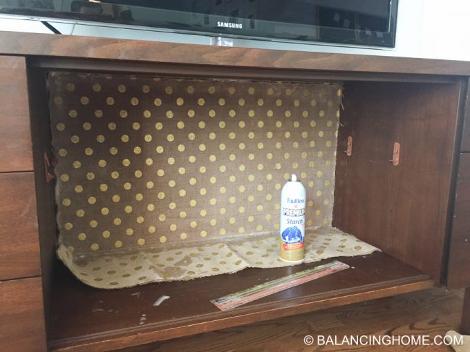 hanging-burlap-with-starch-tv-credenza-23