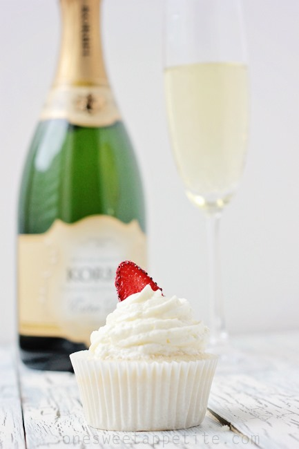 strawberry-champagne-cupcakes_thumb