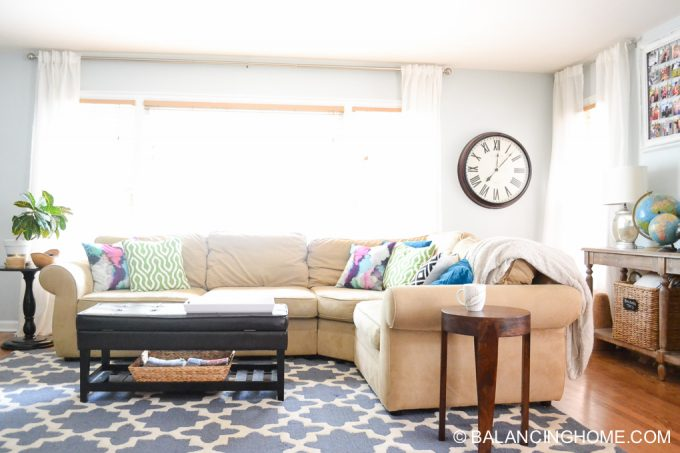 living-room-colorful-globe-instagram-frame-12