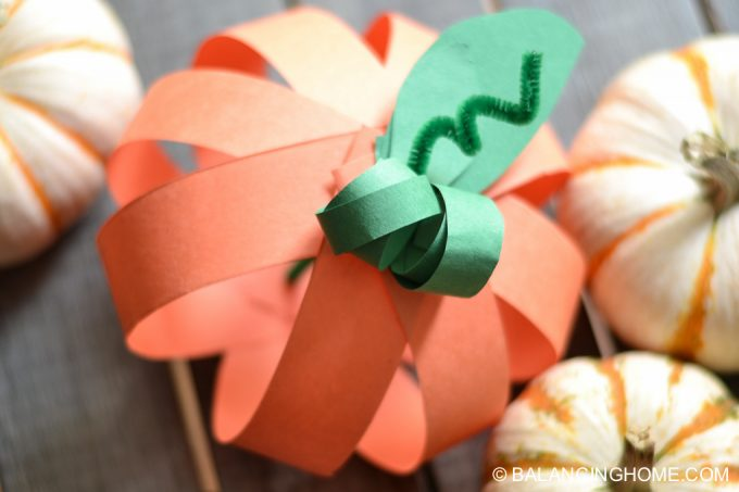 paper-strip-pumpkin-craft-14