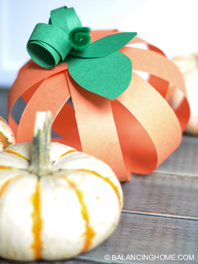 Paper strip pumpkin craft