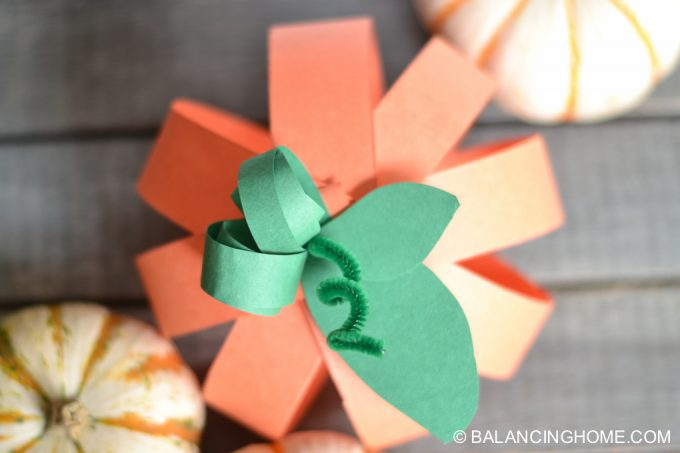 paper-strip-pumpkin-craft-19