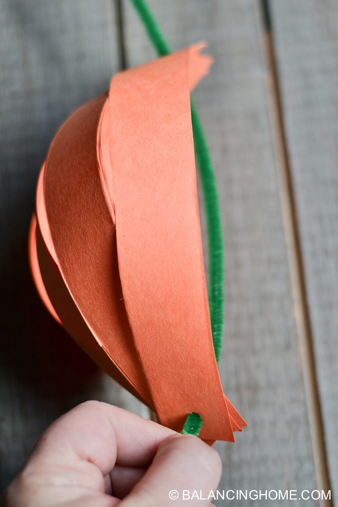 paper-strip-pumpkin-craft-6