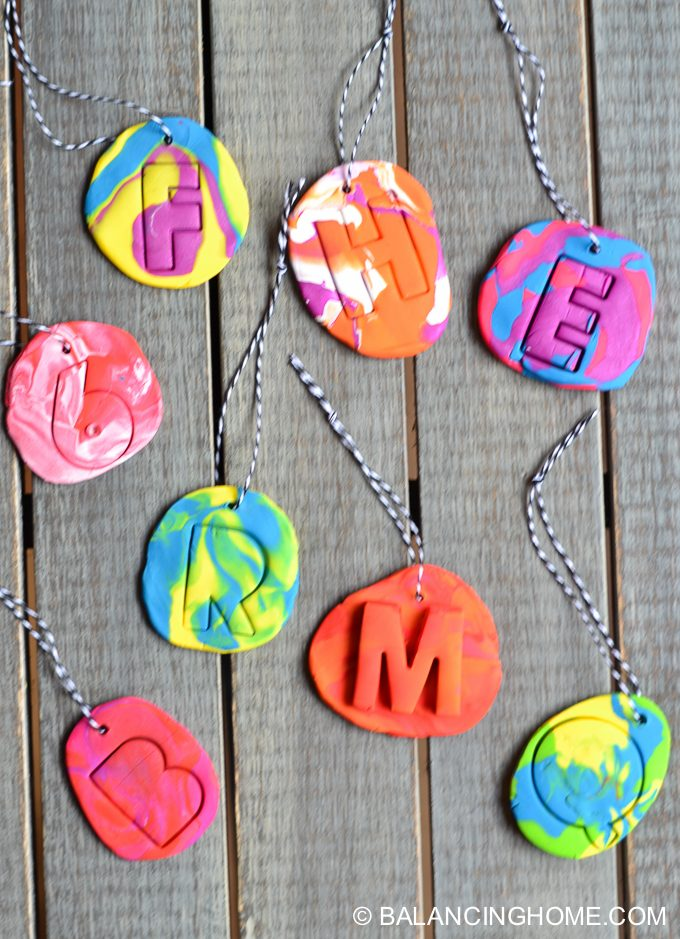 kid-craft-diy-clay-marble-Christmas-ornaments-10