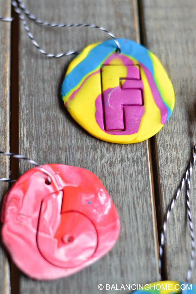 kid-craft-diy-clay-marble-Christmas-ornaments-15