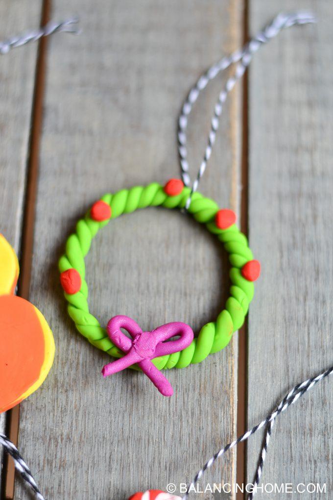 kid-craft-diy-clay-marble-Christmas-ornaments-20