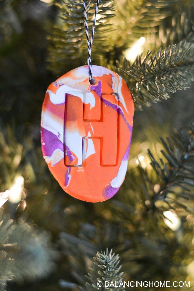 kid-craft-diy-clay-marble-Christmas-ornaments-22