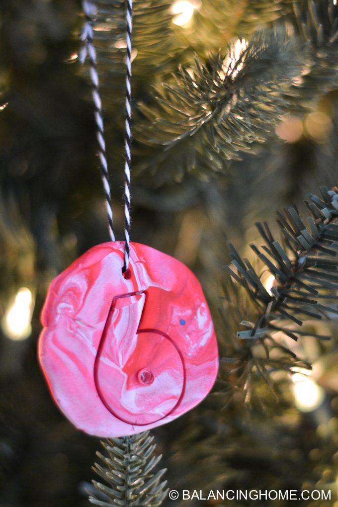 kid-craft-diy-clay-marble-Christmas-ornaments-24