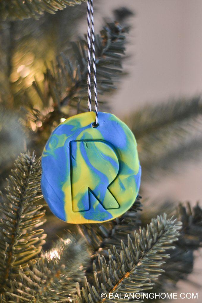 kid-craft-diy-clay-marble-Christmas-ornaments-28