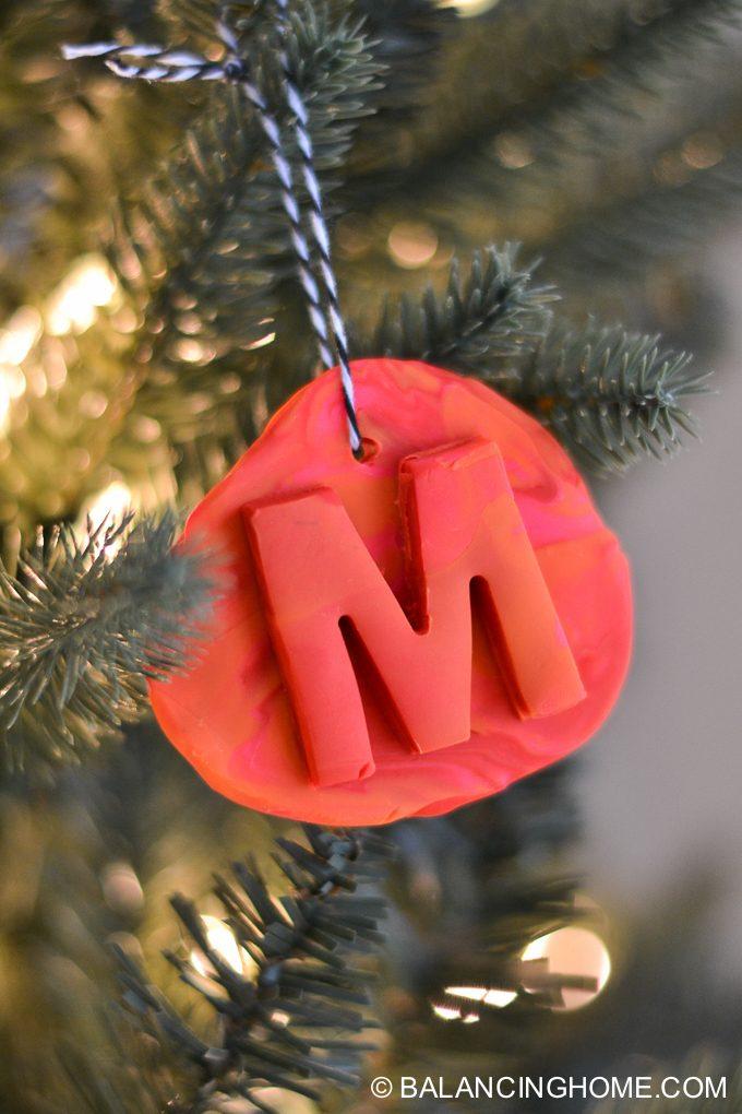 kid-craft-diy-clay-marble-Christmas-ornaments-29