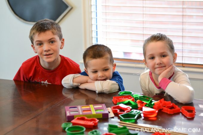 kid-craft-diy-clay-marble-Christmas-ornaments-33
