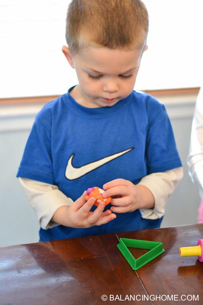 kid-craft-diy-clay-marble-Christmas-ornaments-6