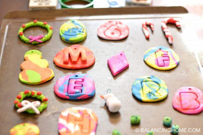 kid-craft-diy-clay-marble-Christmas-ornaments-9