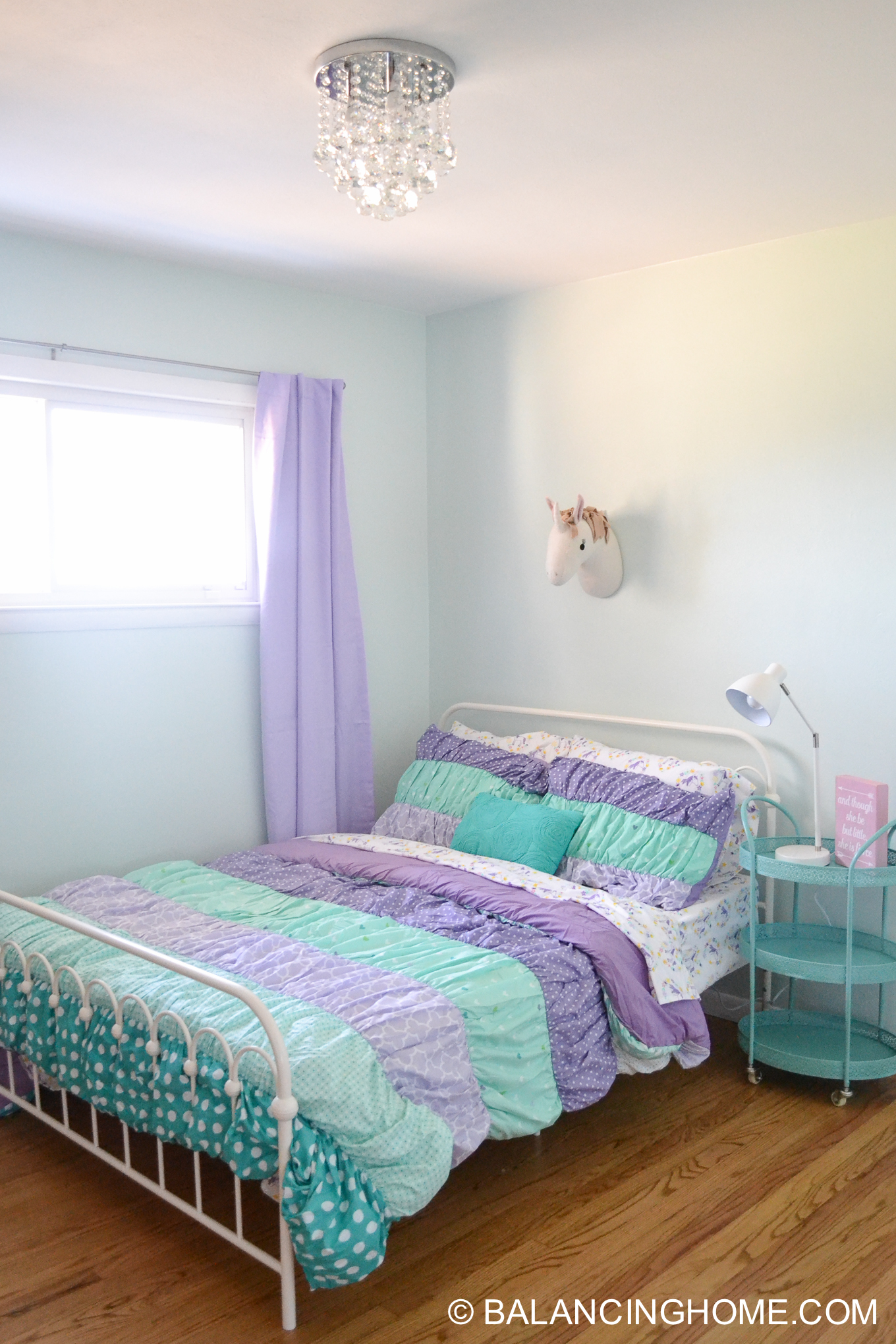 Small Bedroom Decor & Bedroom Decorating Ideas: Girl bedroom makeover in mint and purple