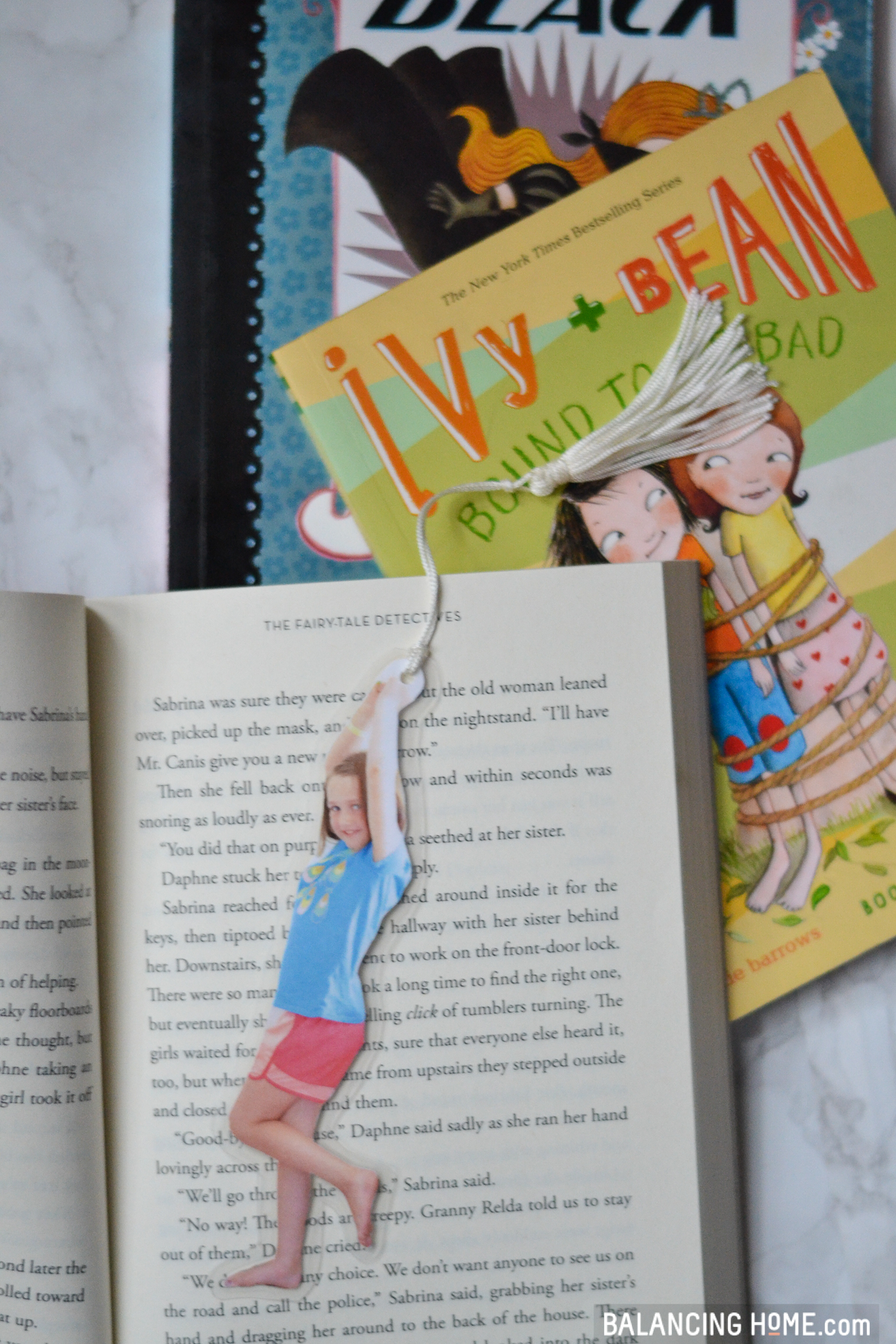 DIY Bookmarks: Easy kid craft. Unique photo gift. Perfect for the classroom or home. Makes the cutest parent or grandparent gift. Kids love these DIY bookmarks too!