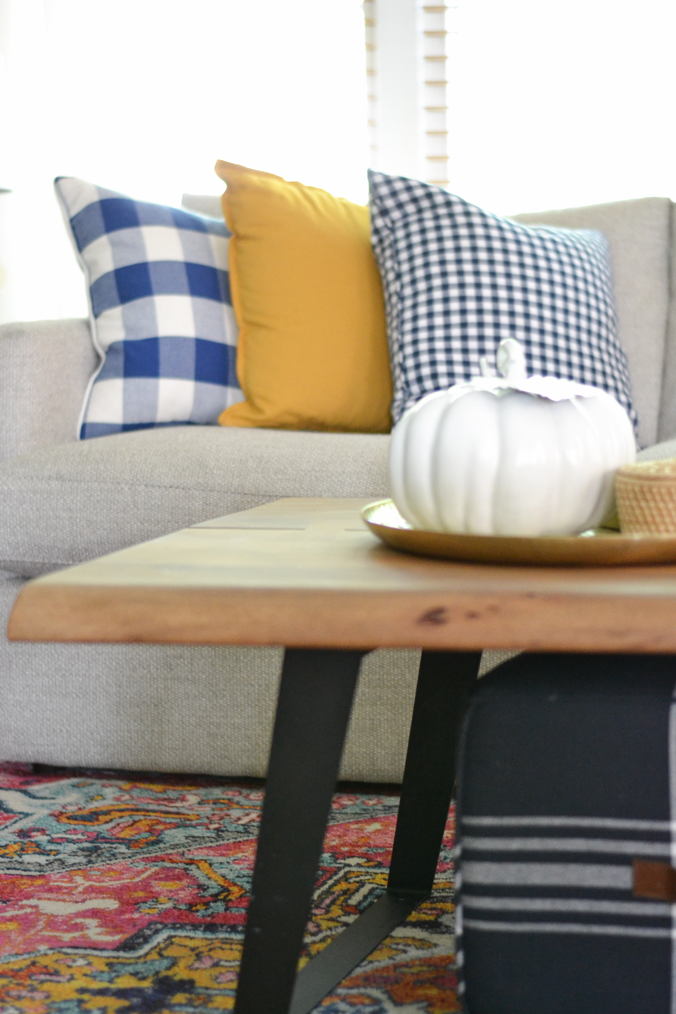 It Is Natural To Want To Warm Up And Cozy Up Your Living Space As We Head  Into Fall. There Are Five Living Room Decorating Ideas For Fall That You  Can ...